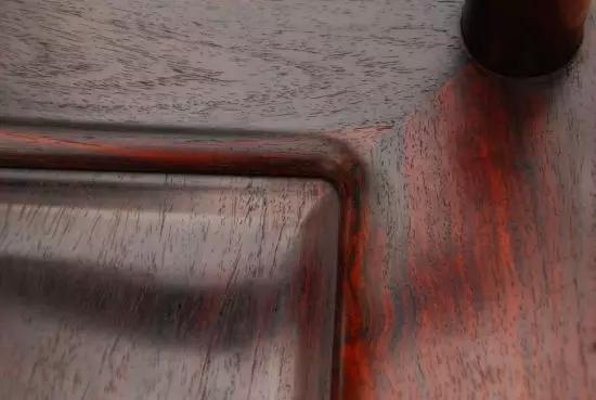 红木知识  相比之下,现代家居的狭小空间更显得尤为